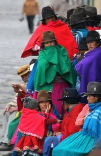 canari queue in felt hats bright cloaks alausi ecuador jane mcdougall