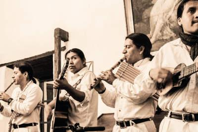 musicians at hacienda pinsaqui