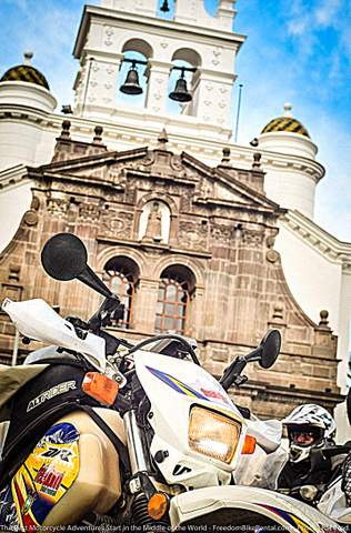 Suzuki DR650 Quito Guapulo Church