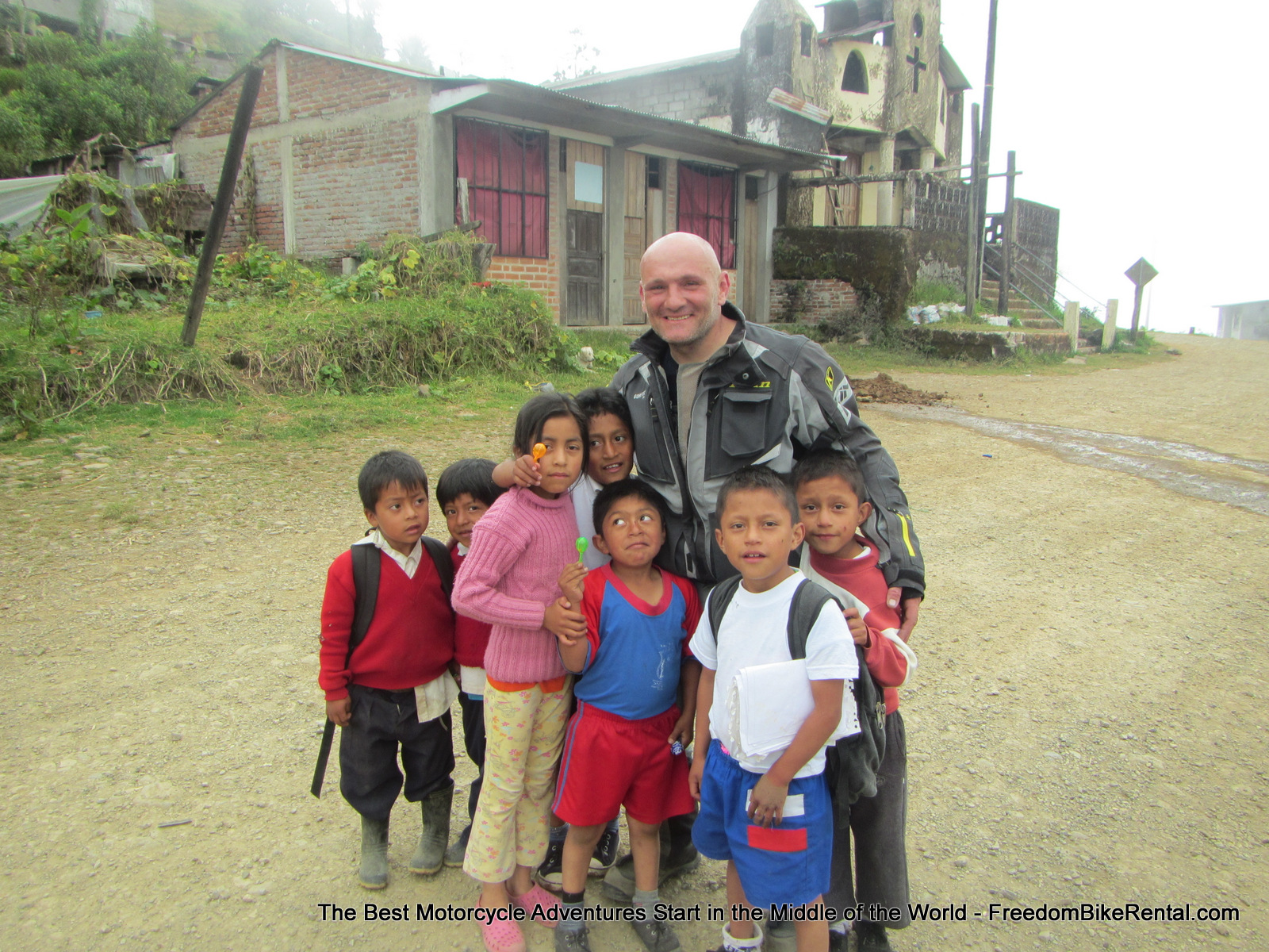 Sylvain_with_kids_in_Palma_Bolivar