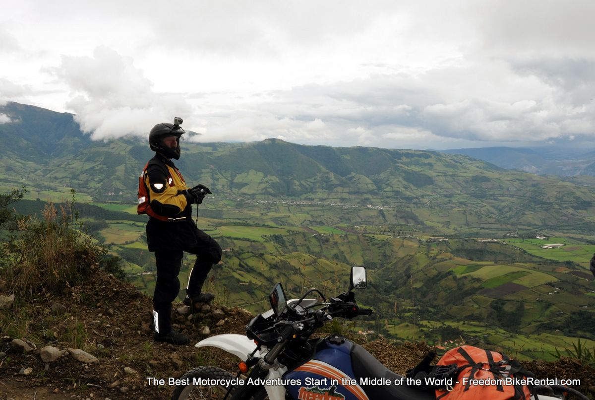 Overlooking_San_Jose_de_Minas_on_motorcycle_Ecuador