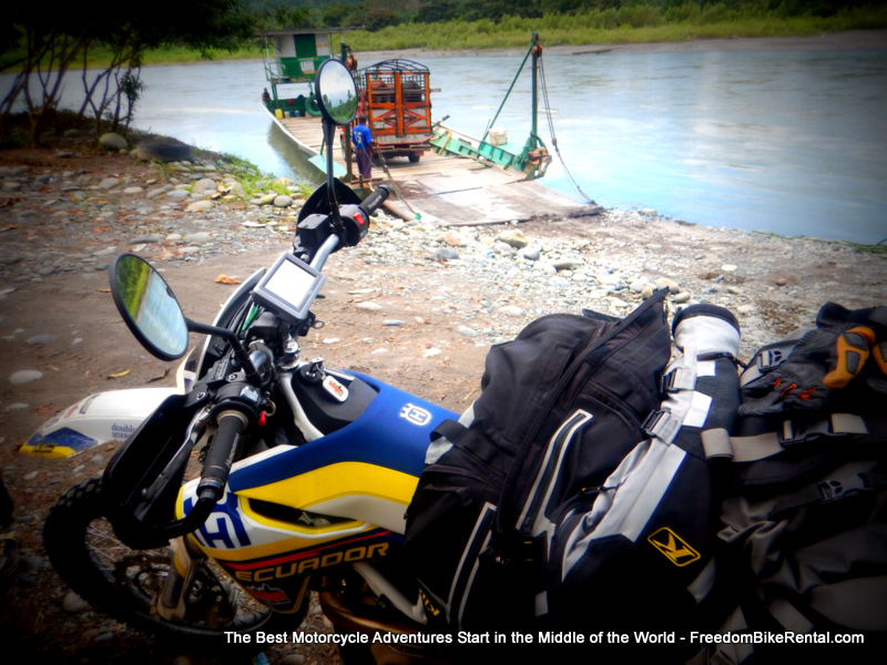 ferry_over_guayllabamba_river