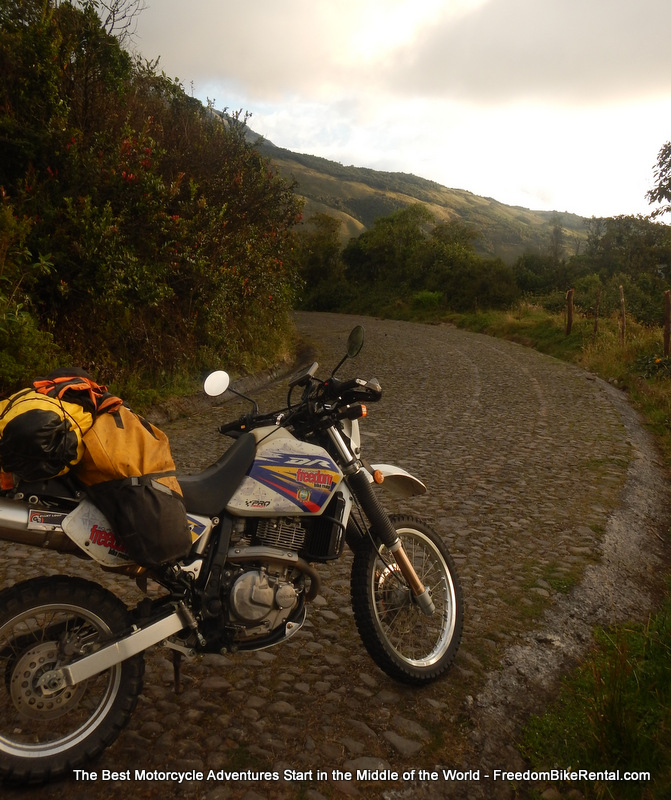 Suzuki_DR650_Ecuador_Freedom_Bike_Rental