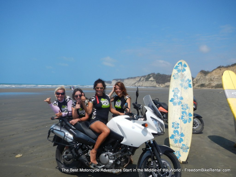 betty_surfers_in_canoa