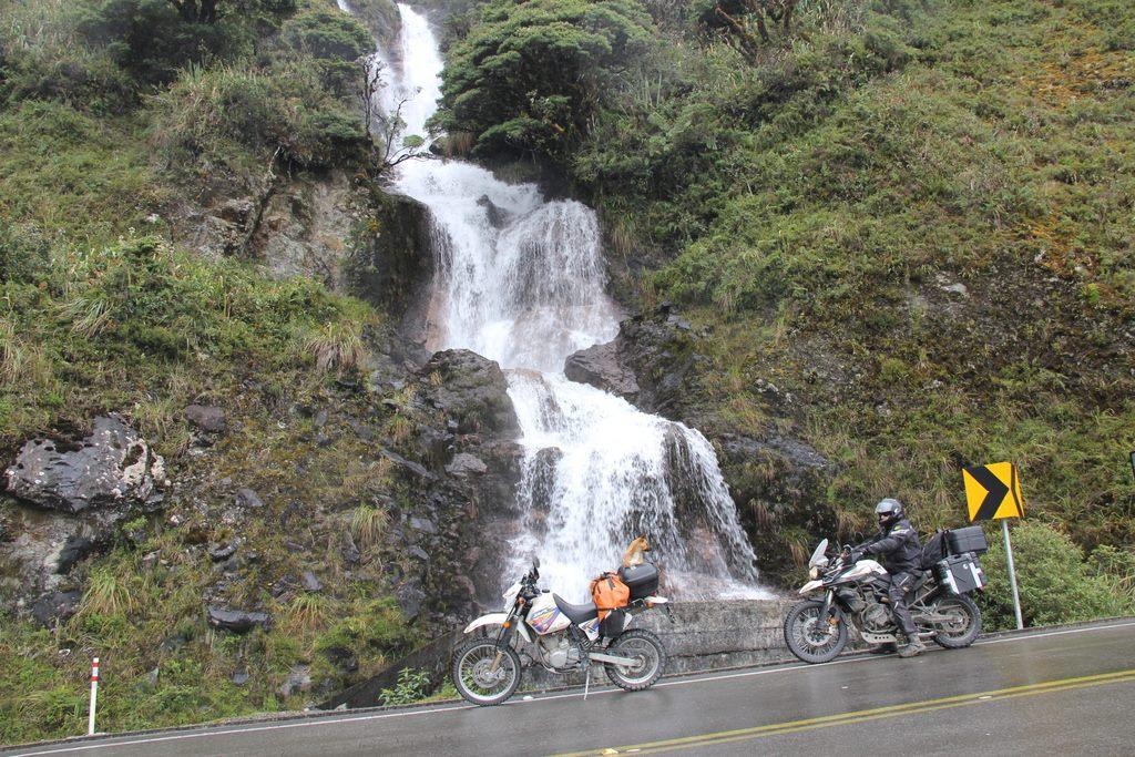 cascada_guamote_macas_road