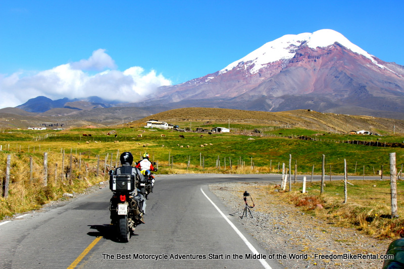 Florian_Neuhause_riding_towards_chimborazo
