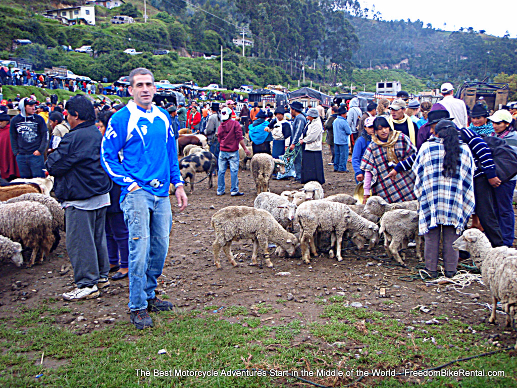 1-Court_at_Otavalo_Market-001